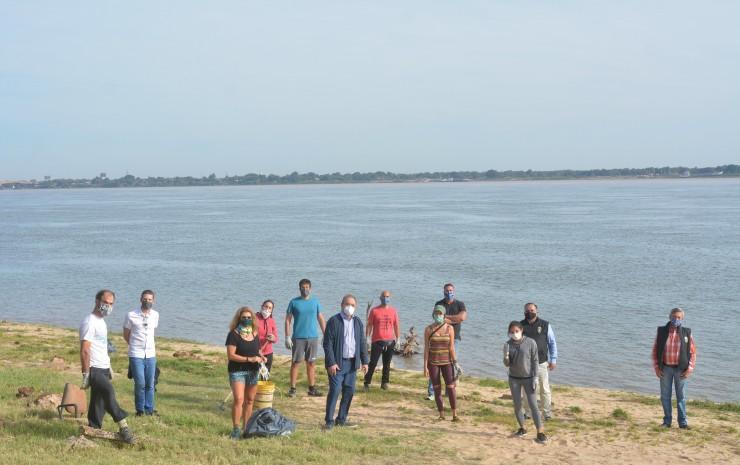 Limpieza de costas correntinas: la gestión de Tassano, en claro apoyo a ambientalistas voluntarios