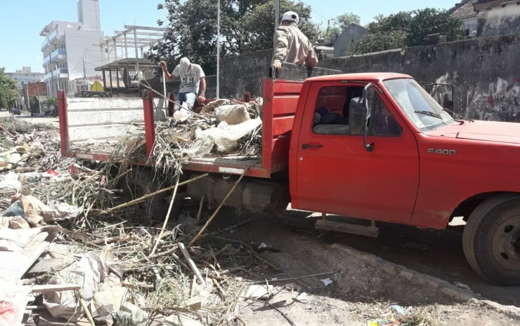 Vecinos comprometidos detectaron a un camión que arrojaba basura en un lugar no permitido