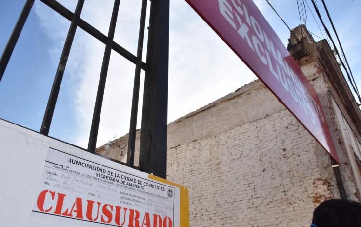 La Municipalidad clausuró playa de estacionamiento construida tras demolerse una fachada en el 'casco histórico'