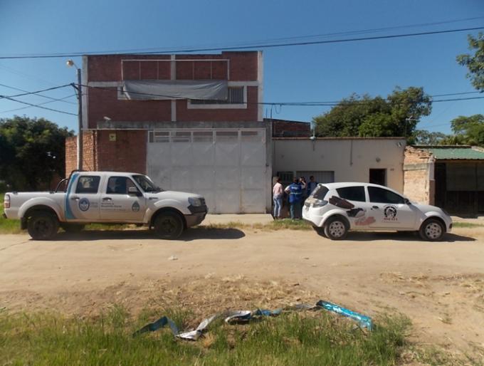la denuncia por olores nauseabundos realizada por los vecinos, agentes de la Secretaría de Ambiente se presentaron en la fábrica de alpargatas Jinetes,